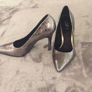 Size 6 high heel pumps